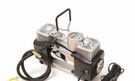 Компрессор поршневой автомобильный двухцилиндровый с фонарем в пластиковом кейсе с цифровым манометром F-98 »FORSAGE»(65л/мин, 23А) 12V